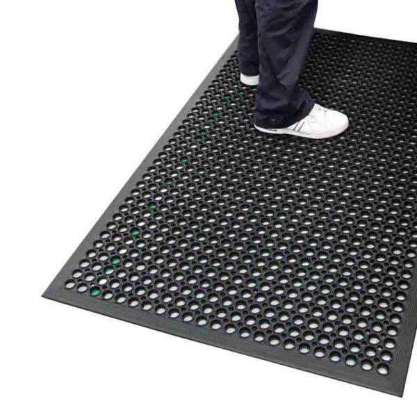 שטיחים למניעת החלקה ולמניעת עייפות למטבחים