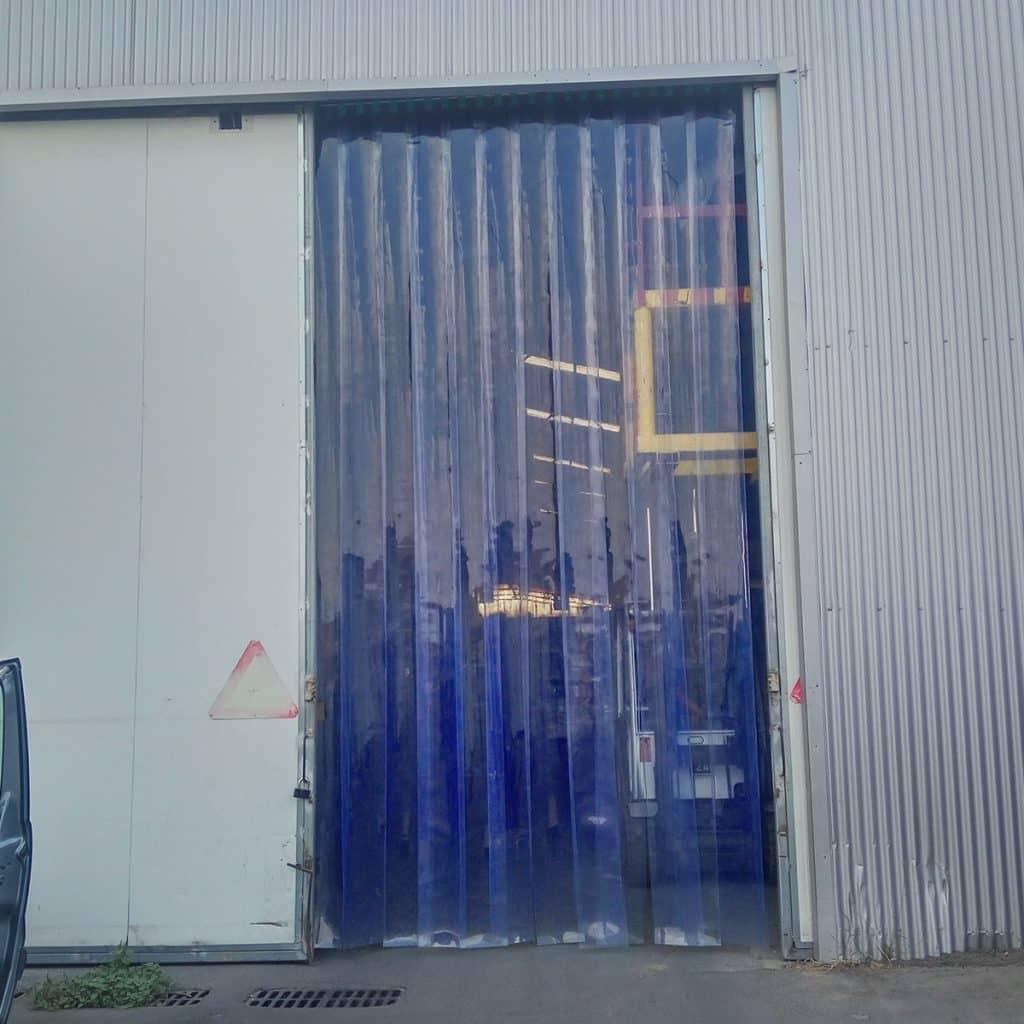יריעות PVC שקוף במחסן