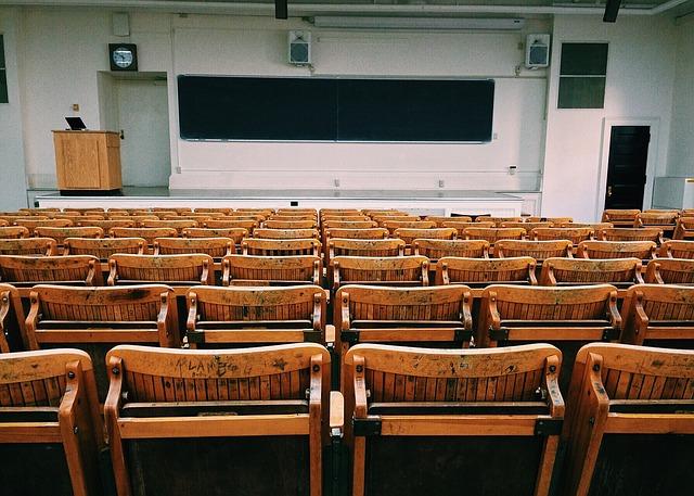 פודיום דוכן נואמרים למכירה לאוניברסיטה