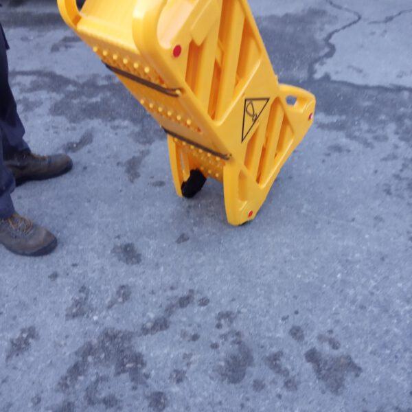 מחסום פלסטי אקורדיון שלבים צהוב